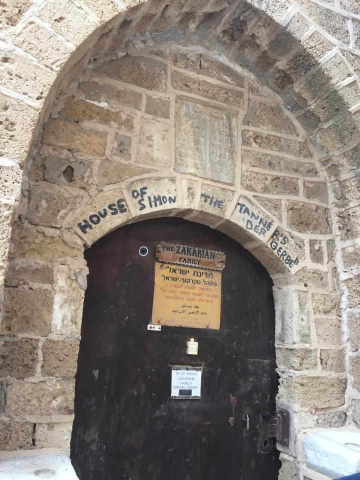 上图:硝皮匠西门的家,位于约帕旧城。