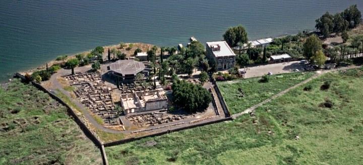 上图:位于加利利湖北岸的迦百农城遗址,主耶稣把这座城成为自己的城(太九1)。