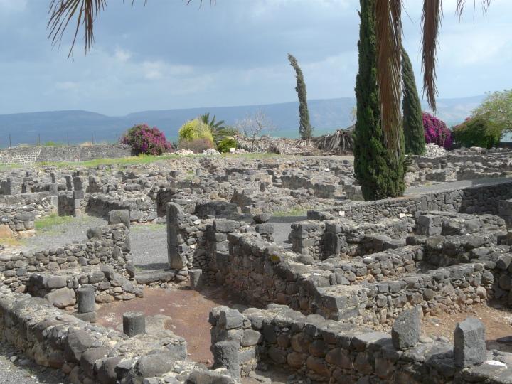 上图:迦百农遗址,今天迦百农已经成为废墟。
