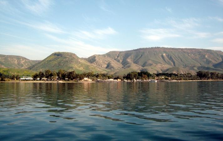 上图:加利利海东岸低加波利地区。