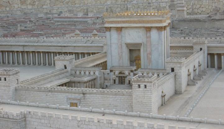 上图:大希律扩建的第二圣殿的模型,位于耶路撒冷博物馆。