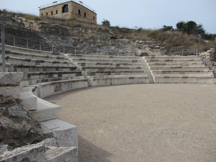 上图:古罗马圆形露天剧场,位于拿撒勒北方6公里的Tzippori遗址。Tzippori是希律安提帕在加利利的首都,修建了罗马式剧场和许多豪宅,建筑业非常兴旺。传统认为这里是马利亚的老家,木匠约瑟和主耶稣很可能都在此打过工。