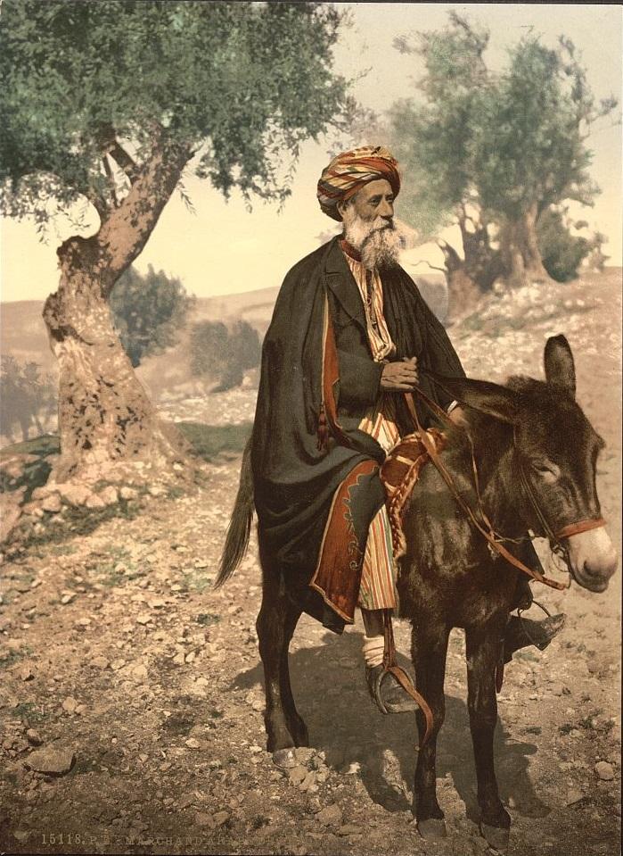 上图:1890年拍摄的一个骑在驴子上的伯利恒人。现藏于美国国会图书馆。