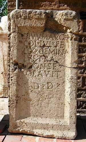 上图:标有拉丁文路司得的石碑,考古学家根据该碑文确定了路司得遗址。现存于Konya考古博物馆。
