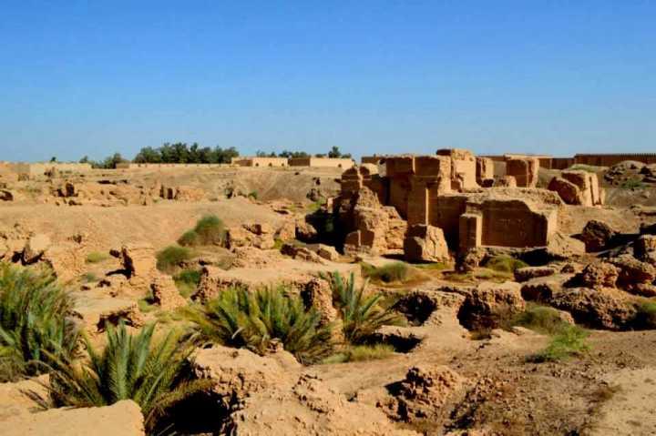 上图:曾经举世无双的巴比伦城,如今只剩一片废墟。