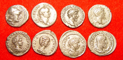 上图:从左上到右下,分别是主前157年、主后73、161、194、199、200、219、236年的得拿利乌(Denarius)银币。