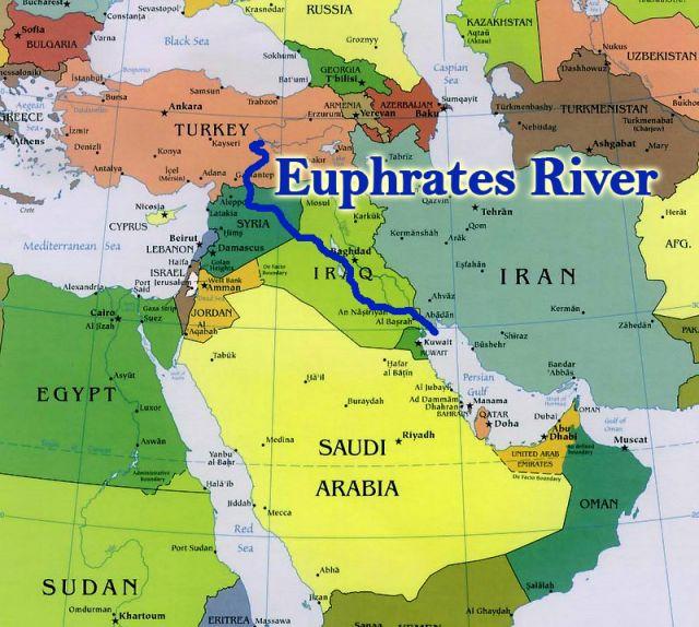 上图:蓝色粗线就是幼发拉底大河,从土耳其境内的安纳托利亚山区一直流到波斯湾。东方的军队要进攻罗马帝国,必须跨过幼发拉底河。因为北方都是山地、高原,不便行军。