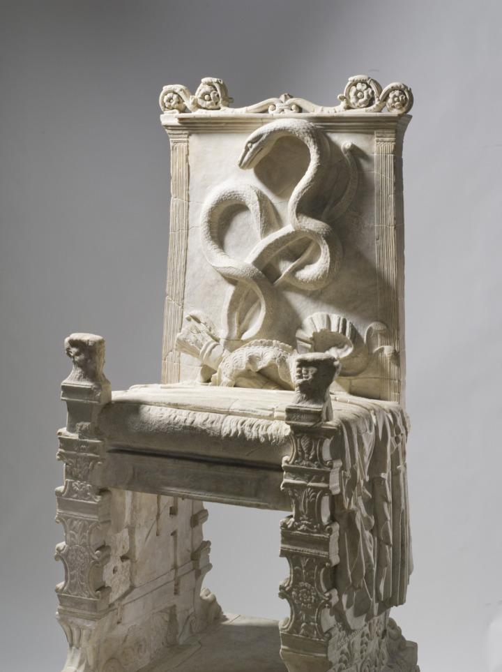 上图:第一世纪罗马人献给阿波罗的宝座。