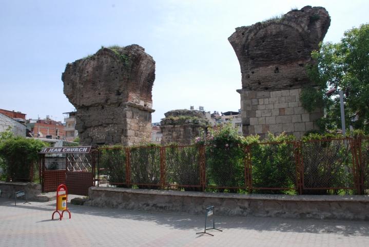 上图:非拉铁非(今土耳其 Alaşehir)的主后7世纪圣约翰教堂遗址。直到现代,非拉铁非仍有教会存在。