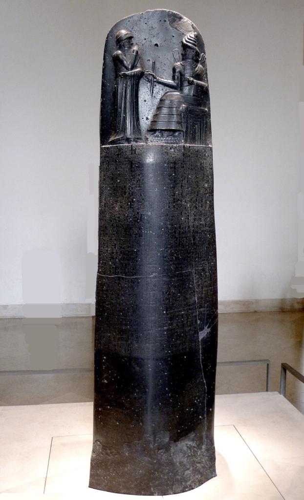 上图:汉谟拉比法典(Code of Hammurabi),是古巴比伦国王汉谟拉比(Hammurabi)约于主前1754年颁布的一部法律,是现存最早的一部比较系统的法典,用阿卡德楔形文字刻在一根黑色的玄武岩圆柱上,上端有汉谟拉比从太阳神沙玛什(Shamash)手中接过权杖的浮雕,现存于卢浮宫。法典收录了282条条文,范畴包括诉讼手续、损害赔偿、租佃关系、债权债务、财产继承、处罚奴隶等。 汉谟拉比法典记录关于妻子不能生育的条文如下: 145.如果妻子不能生孩子,丈夫可以主动娶第二个妻子,但第二个妻子不允许与第一个妻子平等。 146.如果妻子不能生孩子,她把自己的婢女给丈夫作妻子并生了孩子,婢女就和第一个妻子平等,男主人不可卖她,但可以继续保留她作婢女。 147.如果婢女没能生育孩子,则她的女主人可以卖掉她。
