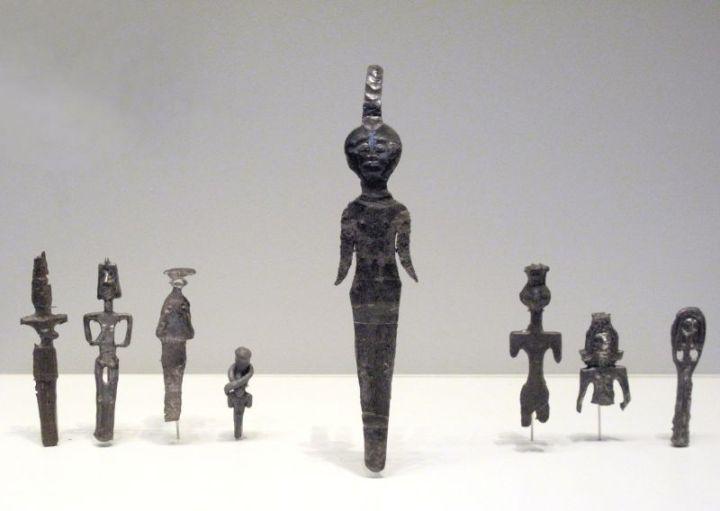 上图:亚伯拉罕时代的迦南人敬拜各种偶像。上图是主前19-17世纪各种迦南偶像。现藏于耶路撒冷的以色列博物馆(The Israel Museum, Jerusalem)。