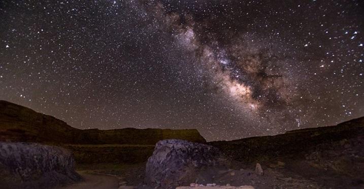上图:在以色列南地看到的璀璨的银河。