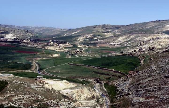 上图:伯利恒(以法他),位于耶路撒冷南方约8公里,希伯伦东北约22公里,海拔880米。城郊的土壤肥沃,出产丰富,是主耶稣出生的地方。主后388年,早期教父耶柔米定居于伯利恒,在这里完成了著名的武加大(Vulgate)拉丁文圣经译本。
