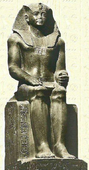 上图:古埃及第十二王朝法老辛努塞尔特二世(Senusret II ,希上图:古埃及第十二王朝法老辛努塞尔特二世(Senusret II ,希腊人称之位Sesostris II)坐像。辛努塞尔特二世于主前1897-1878年在位),他在埃及大规模修建水利工程,扩大耕地面积。根据圣经,主前1886年,约瑟30岁为法老管理农业,在七个丰年里兴修粮仓,符合辛努塞尔特二世的历史。tris II)坐像。辛努塞尔特二世于主前1897-1878年在位),他在埃及大规模修建水利工程,扩大耕地面积。根据圣经,主前1886年,约瑟30岁为法老管理农业,在七个丰年里兴修粮仓,符合辛努塞尔特二世的历史。