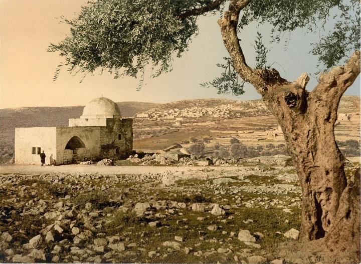 上图:拉结墓(Rachel's Tomb),位于在伯利恆以北约两公里处公路的右侧,从主后4世纪开始用来纪念拉结,但不一定是真实地点。目前的建筑始于奥斯曼帝国时期,1841年重修。
