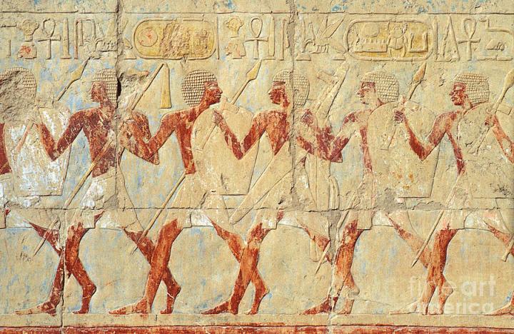上图:主前1458年左右的壁画中的古埃及第十八王朝努比亚步兵。