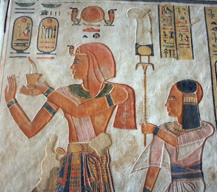 上图:古埃及第二十王朝法老拉美西斯三世(Ramesses III,主前1217—1155年)和他的儿子。