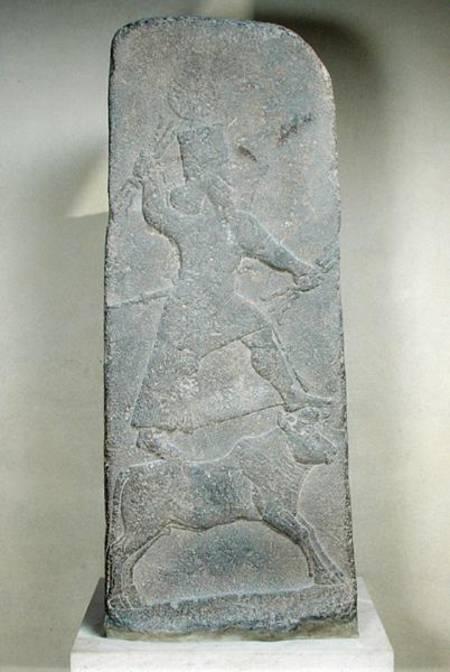 上图:主前8世纪亚述的风暴之神Hadad(巴力的别名)石雕,出土于叙利亚北部的From Arslan-Tash,现藏于卢浮宫。石雕中的巴力手持闪电,站在一只公牛上。迦南地也出土了许多青铜的公牛小像,代表站在牛背上的巴力。以色列人在西奈山下可能也是用金牛犊来代表站在牛背上的众神。