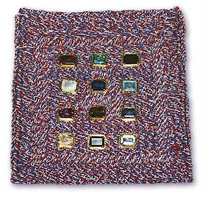 上图:以色列圣殿研究所制作的「决断的胸牌」。