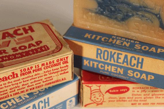 上图:犹太Kosher认证的厨房肥皂,用椰子油制作,以避免犹太人的餐具沾上动物脂油。