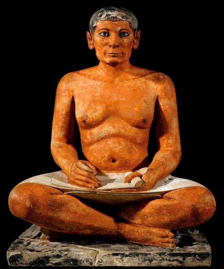 上图:古埃及旧王国时期的抄写员雕塑(主前2620-2500年),现藏于卢浮宫。盘腿而坐是古埃及抄写员的常用姿势,古代希伯来文士(Sofer)也采用类似的姿势。抄写圣经是一件艰巨的工作,出埃及记三十六到三十九章并不是轻轻松松地把二十五到三十一章的经文抄过来,而是需要付出很大的代价,认认真真地把每一个建造步骤记录下来,与山上的样式对照。