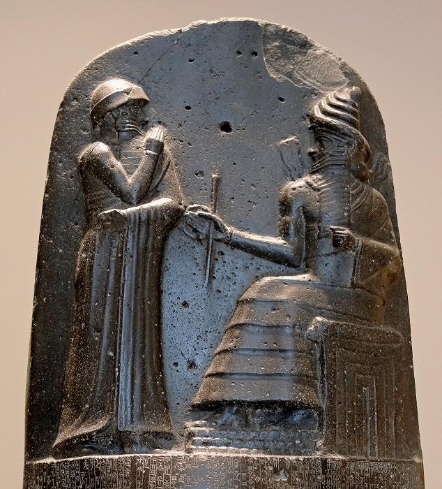 上图:汉谟拉比法典(Code of Hammurabi),是古巴比伦国王汉谟拉比(Hammurabi)约于主前1754年颁布的一部法律,现存于卢浮宫。法典第60条提到:如果人把土地租给园丁,园丁需要4年时间整治果园,到第5年地主要和园丁分红。这表明中东的果树大约到第4、5年才能成熟结果,迦南地最常见的果树包括无花果、橄榄、蜜枣、桑树。而中国的农谚是:「桃三杏四李五年,要吃苹果七八年」。