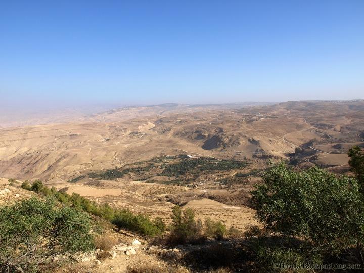 上图:从毗斯迦山俯瞰摩押平原的巴力·毗珥。