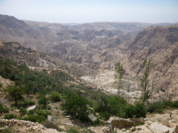 上图:撒烈谷就是现代约旦的Wadi el-Hasa旱溪,从东向西流入死海南部。