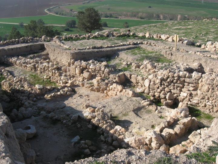 上图:迦特遗址(Tel Zafit)。迦特是非利士人的5个城邦之一,位于非利士地的西北部,是巨人歌利亚的家乡。大卫被扫罗追捕时,曾逃到迦特,投奔迦特王亚吉。