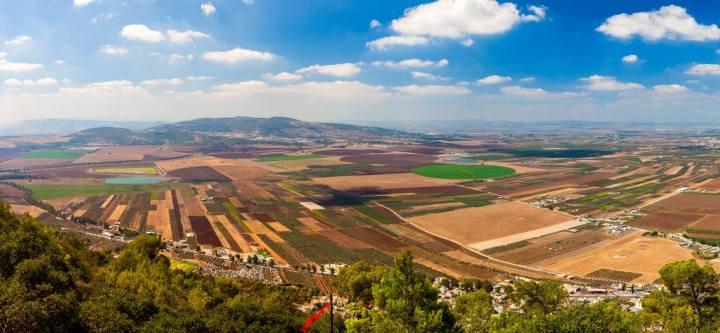上图:耶斯列平原自古就是以色列的粮仓,正常情况下,以色列不会缺乏食物。「耶斯列」就是「神栽种」的意思(何二22)。