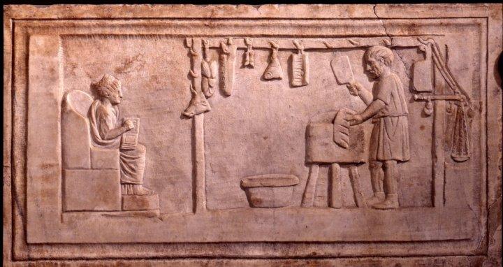 上图:第2世纪墓葬浮雕上的罗马肉店。罗马屠夫并不会按照利未记的要求把血放干净,所以外邦人卖的肉在律法上都是不洁净的。
