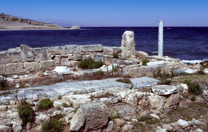 上图:位于爱琴海撒罗尼克湾(Saronic Gulf)的坚革哩教会遗址。坚革哩是哥林多的两个海港之一(徒十八18),离哥林多只有10公里,那里的教会可能是哥林多教会的子会。