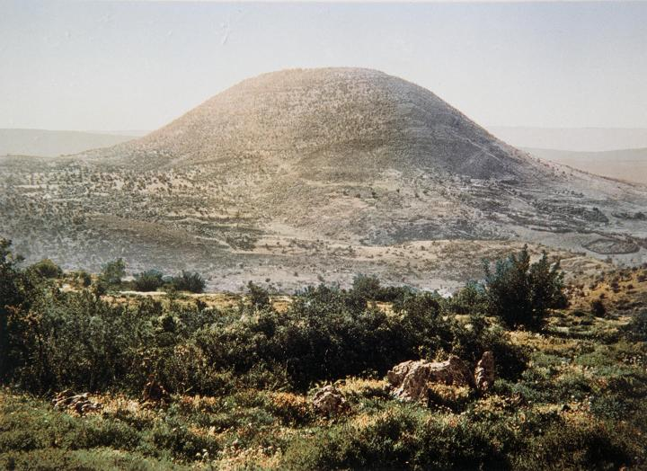 上图:19世纪的他泊山照片。
