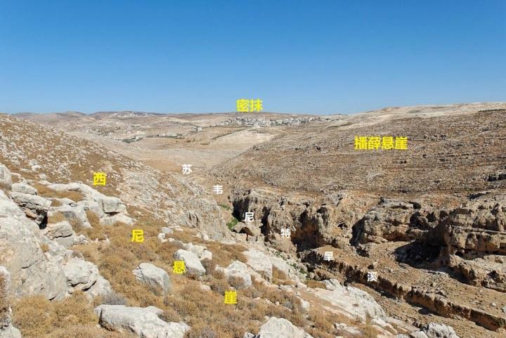 上图:从播薛和西尼悬崖远眺密抹。