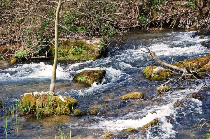 上图:腓立比城外的Gaggitas河,可能就是虔诚的妇女们「祷告的地方」,离城约有安息日可走的距离。