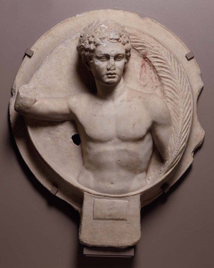 上图:主后117-138年罗马运动员的雕像,头戴花冠。