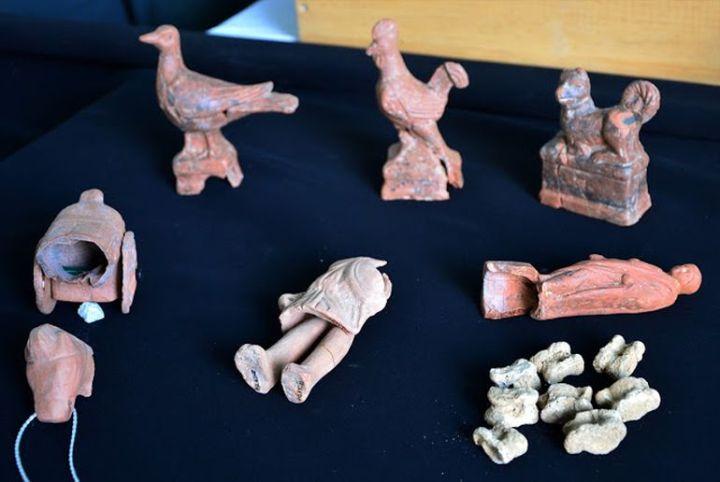 上图:土耳其西北部古希腊罗马沿海城市Parion出土的儿童玩具。不管是「先知讲道之能」、「说方言之能」、还是「知识」,在永恒里都像这些儿童玩具,只有「爱是永不止息」(林前十三8)。