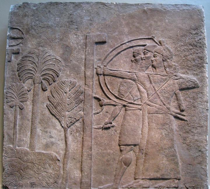 上图:亚述弓箭手在瞄准。
