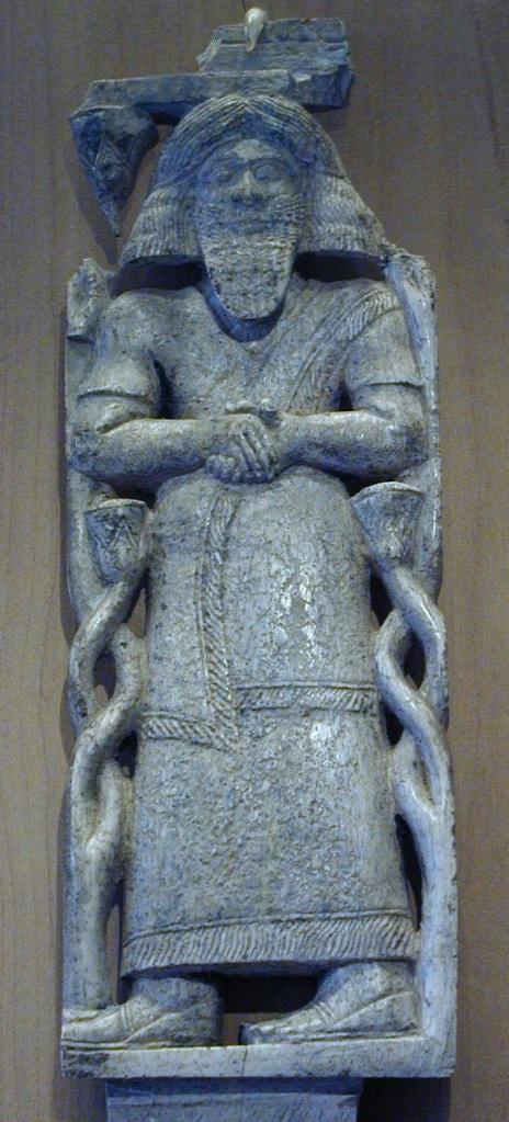 上图:但遗址(Tel Dan)出土的象牙雕像,很可能就是亚兰王哈薛(Hazael ,主前842-796年)。在哈薛的统治下,大马士革亚兰王国扩张成为一个疆域涵盖大部分叙利亚和以色列的帝国。但遗址石碑(Tel Dan Stele)可能就是哈薛王打败以色列和犹大以后树立的。