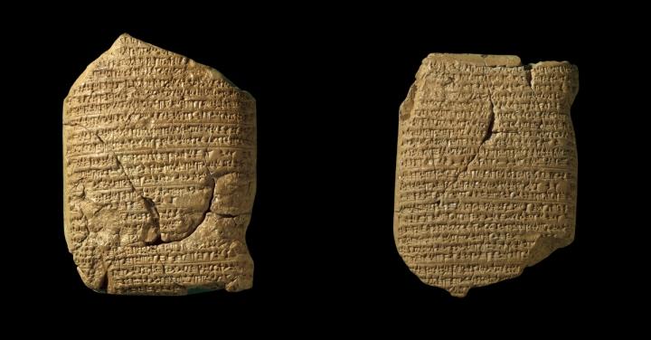 上图:19世纪出土的巴比伦编年史泥板(Babylonian Chronicle)是一系列记录了新巴比伦王国主要历史事件的楔形文字泥板,可能由巴比伦占星学家利用天文观测日志来对照并记录当代大事,现存于大英博物馆。左边那块泥板记录了主前605-594年三件大事:1、迦基米施战役;2、尼布甲尼撒二世登基;3、主前597年3月16日攻陷耶路撒冷,立西底家为傀儡王。