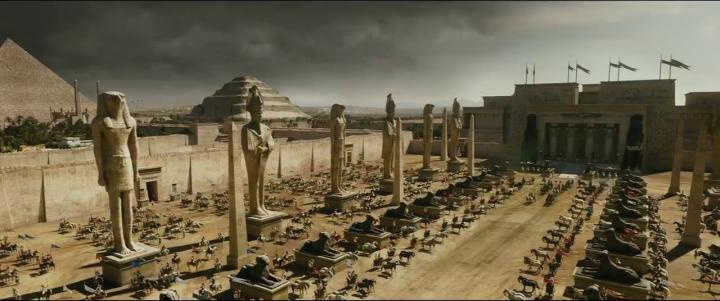 上图:电影《出埃及记》中的孟斐斯王宫艺术复原图。