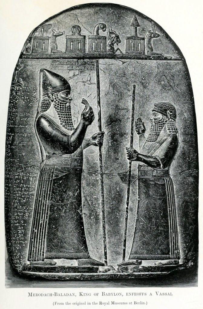 上图:玛尔杜克·巴拉丹界碑,描绘巴比伦王玛尔杜克·巴拉丹二世(Merodach-Baladan II,主前721-710年、703-702年在位)正在赐给一位藩属王封地。