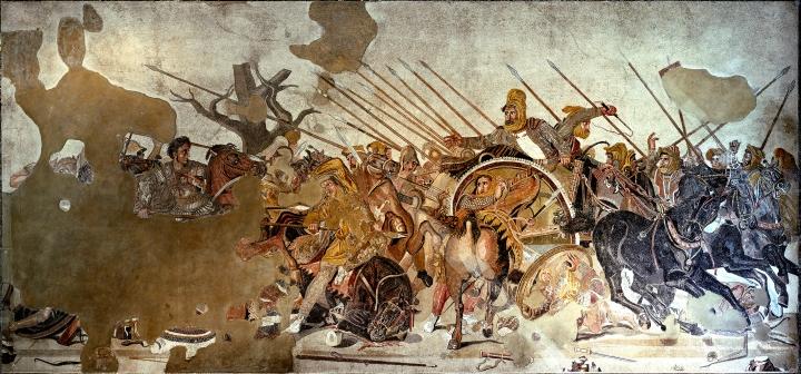 上图:庞贝城农牧神之家(House of the Faun)出土的主前100年亚历山大马赛克(Alexander Mosaic),展现了亚历山大大帝和波斯大流士三世(Darius III,主前336-330年在位)在伊苏斯战役(Battle of Issus)中的场面。这镶嵌画用五十至一百万块微小的马赛克砖铺成,现藏于那不勒斯国家考古博物馆。画中左侧的亚历山大胸甲上绘有蛇发女妖梅杜莎,眼盯着他的目标大流士。中间大流士的战车拼命地从右方逃离战场。主前333年11月,年轻的亚历山大率领4万马其顿军队,在小亚细亚基利家的伊苏斯击败了波斯阿契美尼德帝国大流士三世的10万大军,大流士三世的母亲妻子儿女均被俘虏。从此,波斯帝国迅速走向灭亡。