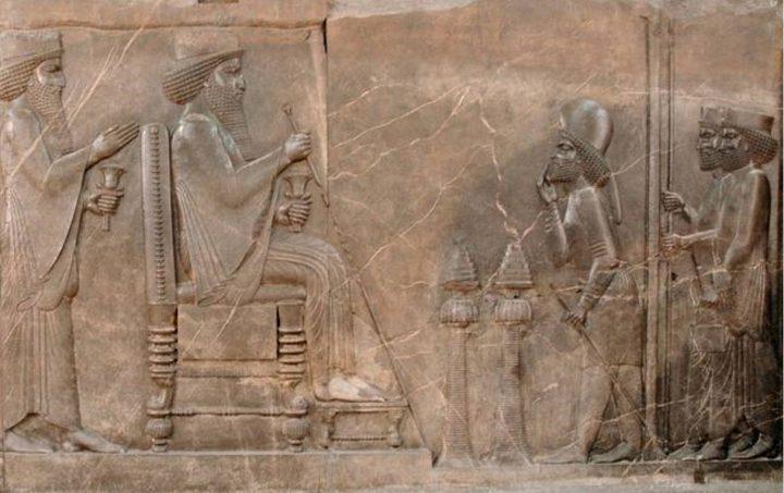 上图:大流士一世(Darius I,主前522-486年在位)接受各地总督和外国使节献上礼物的浮雕。